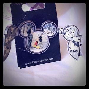 Disney pin 2009